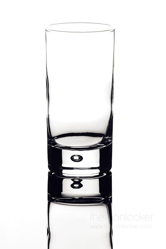 verre sur fond blanc