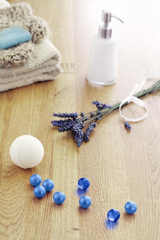 perles de bain et lavande ensoleillé